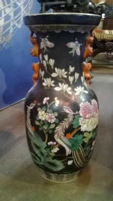 SMALL BLACK ASIAN VASE.jpg
