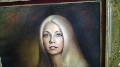 15B25101 PORTRAIT OF A BLONDE GIRL (2).jpg