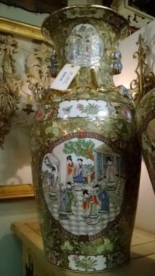 15B07100 LARGE ASIAN PALACE JAR.jpg