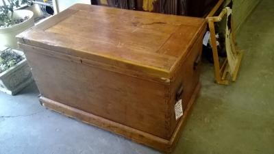 36-85326 LARGE PINE TOOL BOX (1).jpg