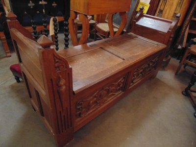 14C245 OAK GOTHIC CHURCH BENCH WITH LIFT LID