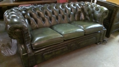 15C03018 GREEN LEATHER CHESTERFIELD SOFA (1).jpg