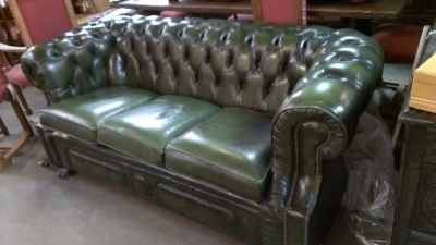 15C03018 GREEN LEATHER CHESTERFIELD SOFA (2).jpg