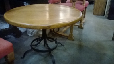 15C03026 LOW METAL BASE ROUND OAK TABLE (2).jpg
