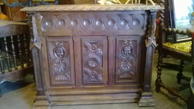 15C03035 EARLY GOTHIC COFFER WITH SPIRES (2).jpg
