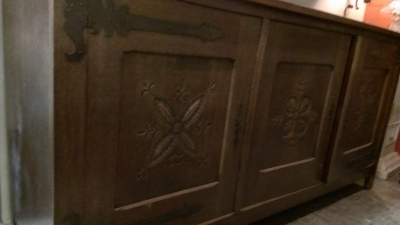 15C03056 CARVED RUSTIC SIDEBOARD WITH STRAP HINGES  (3).jpg
