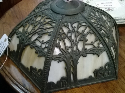 15B12504 STAINED GLASS LAMP SHADE.jpg