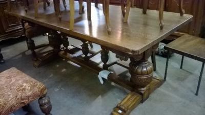 15C03 OAK PEDESTAL TABLE.jpg