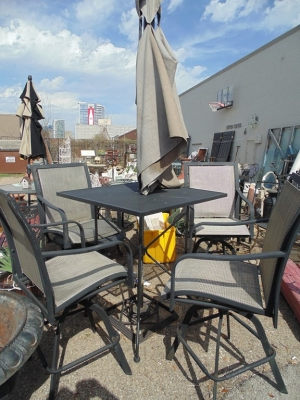 14C24710 PATIO UMBRELLA TABLE AND FOUR CHAIRS NOT OLD