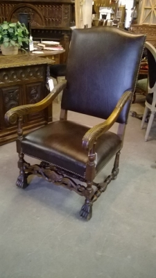14F06008 LEATHER COVERED PAW FOOT THRONE CHAIR (1).jpg