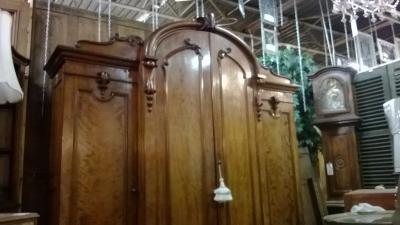 HUGE 4 DOOR ARMOIRE (2).jpg