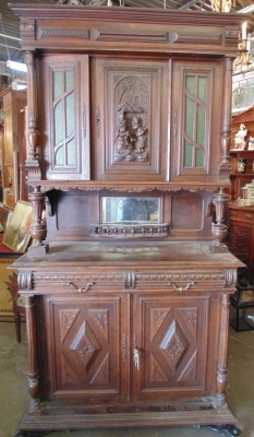 14D01250 SMALL CARVED OAK HUNT CABINET