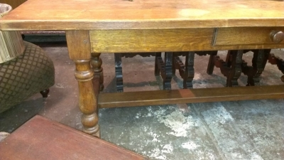 OAK TURNED LEG TABLE WITH DRAWER (5).jpg