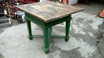 15C21100 GREEN PAINTED PINE BAKERS TABLE   (2).jpg