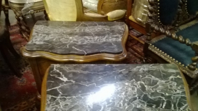 15C26403 PAIR OF ITALIAN MARBLE TOP NIGHT STANDS (2).jpg