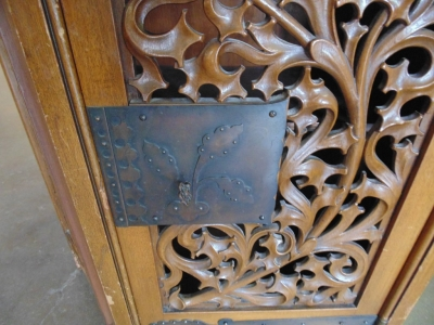 14C31300 LEAF CARVED GOTHIC SMALL CONSOLE