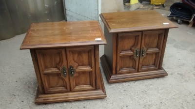 15D22142 PAIR OF MID CENTURY LAMP TABLES.jpg