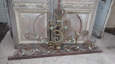 15D23610 EARLY ORNATE IRON PEDIMENT (3).jpg