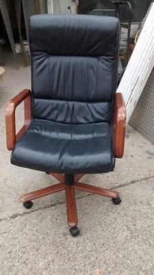 15D23617 COMFORTABLE OFFICE CHAIR (1).jpg
