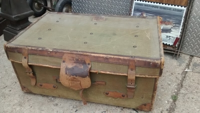 15D23627 GREEN LEATHER SUITCASE.jpg