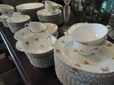 14D01 SET OF FLORAL DISHES