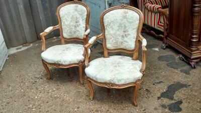 13K11008 PAIR OF LOUIS XV CHAIRS (1).jpg