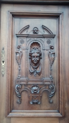 15E07005 LARGE WALNUT HUNTBOARD WITH PORTRAIT CARVINGS (12).jpg
