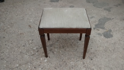15E07101 SMALL VANITY BENCH-VELOUR TOP.jpg