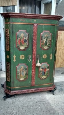 15E07124 AUSTRIAN PAINTED ARMOIRE WITH DEPICTIONS OF SAINTS (1).jpg