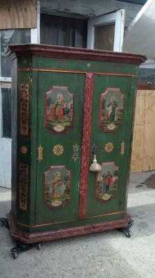 15E07124 AUSTRIAN PAINTED ARMOIRE WITH DEPICTIONS OF SAINTS (2).jpg