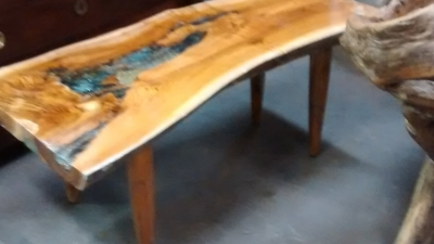 15E11002 COFFEE TABLE OR BENCH WITH DECORATIVE RESIN INSET.jpg
