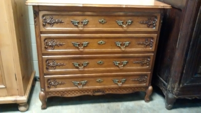 15E12004 FOUR DRAWER COUNTRY FRENCH CHEST OF DRAWERS (1).jpg