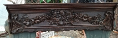 15E19001 CARVED ROSE WALLPLATE RACK AND HANGER (1).jpg