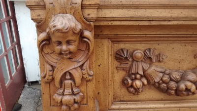 15E19012 EARLY MANTLE WITH CARVED CHERUBS (2).jpg
