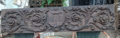 15E19013 CARVED WOOD PLAQUE WITH CASTLE (1).jpg