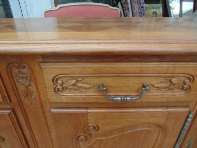 14D02022 LOUIS XV OAK SIDEBOARD DETAIL (1)