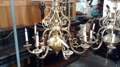 15E19146 WILLIAMSBURG SOLID BRASS 8 LIGHT CHANDELIER.jpg