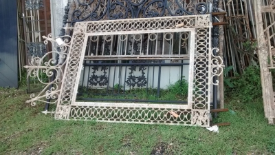 15E19007 LARGE IRON MIRROR FRAME.jpg