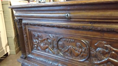 15E19018 FRENCCH RENAISSANCE FIGURAL CARVED COFFER (6).jpg