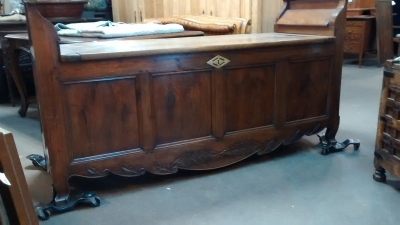 15E19025 197H CENTURY FRENCH WALNUT COFFER BENCH (1).jpg