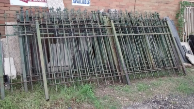 15E21101 SET OF GREEN IRON FENCING (1).jpg