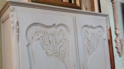 FAM PAINTED LOUIS XV WALL CABINET (2).jpg