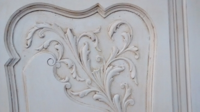 FAM PAINTED LOUIS XV WALL CABINET (3).jpg