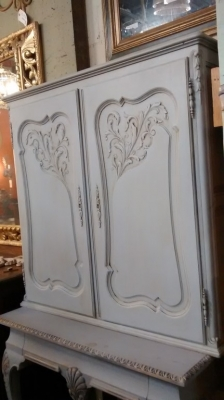FAM PAINTED LOUIS XV WALL CABINET (4).jpg