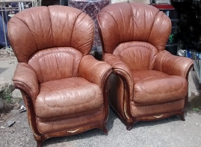 15E16 PAIR OF LEATHER CLUB CHAIRS WITH IVORY (1).jpg