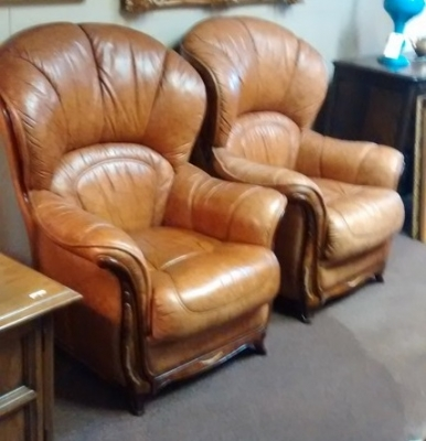15E16 PAIR OF LEATHER CLUB CHAIRS WITH IVORY (4).jpg