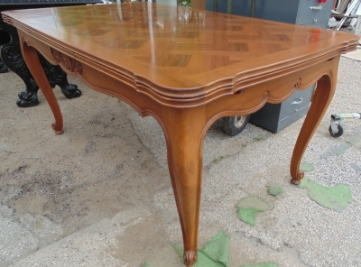 14D02019 LOUIS XV WALNUT DRAWLEAF DINING TABLE DETAIL (1)