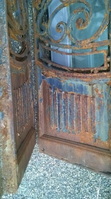 15F10 PAIR OF LARGE HEAVY FRENCH IRON DOORS (2).jpg