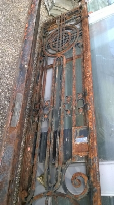 15F10 PAIR OF LARGE HEAVY FRENCH IRON DOORS (3).jpg