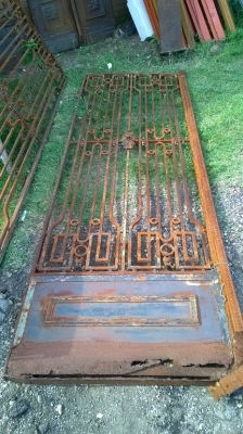 15F10910 LARGE PAIR OF FRENCH  HEAVY IRON DOORS (1).jpg